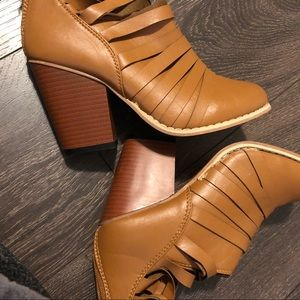 Shoes - Brown leather booties